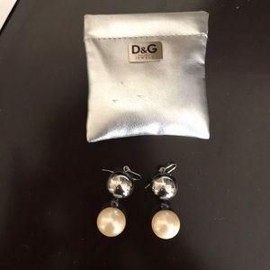 D&G Jewels Pearl Earrings